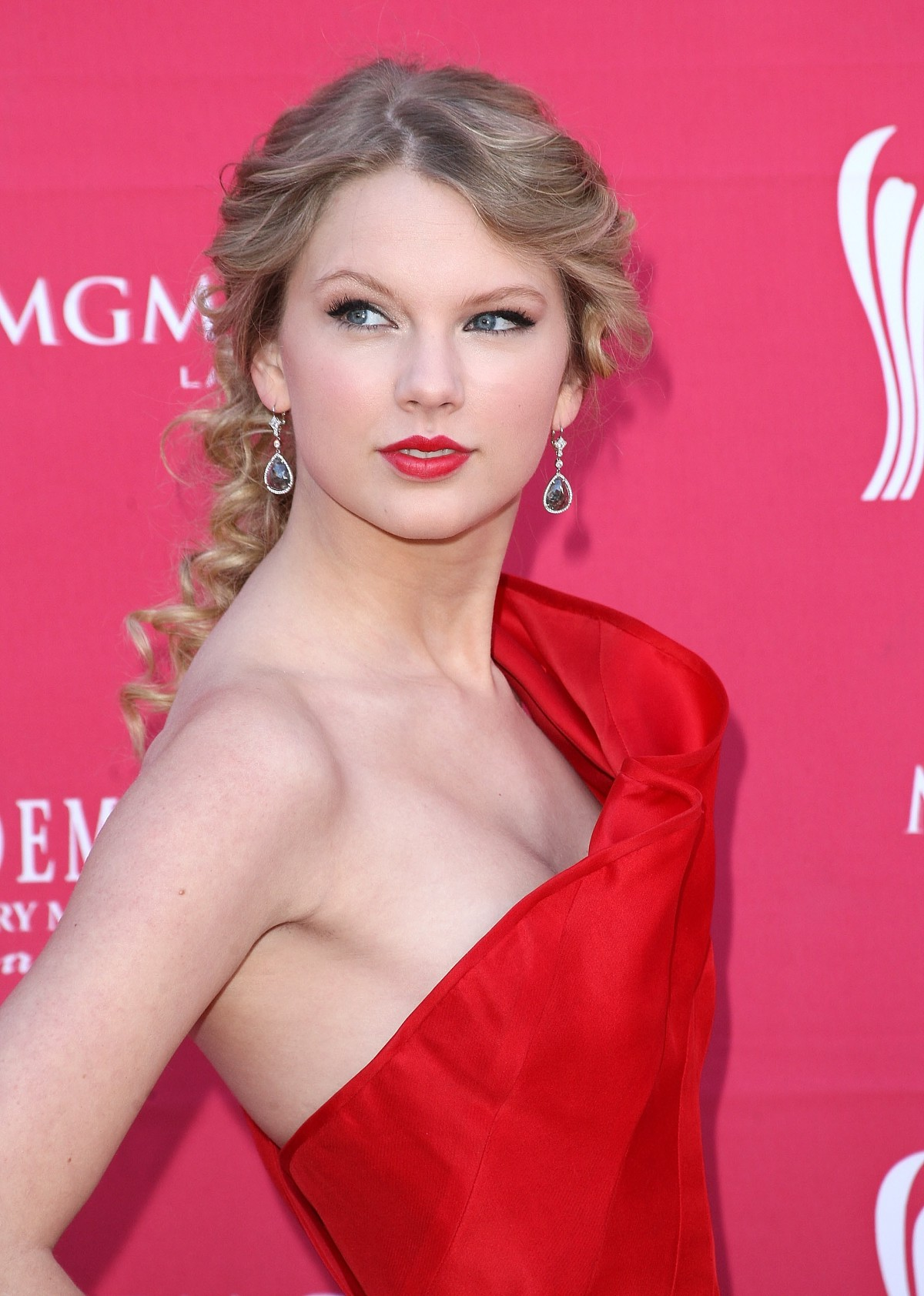 ... -swift-nipple-slip-at-44th-annual-academy-of-country-music-awards-4