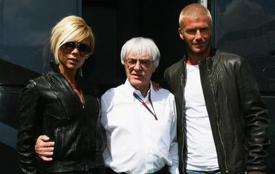 เอคเคิลสโตน(กลาง) เคยต้อนรับครอบครัวเบ็คแฮมในสนามแข่งมาแล้ว