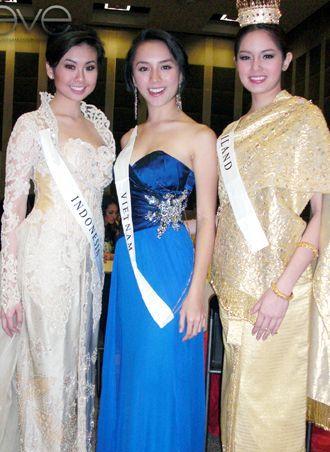 มิสอินโดนีเซีย อาหลีกับสาวมี้มจากประเทศไทย ส้มหล่นกันทั้งคู่ เป็นรูมเมทและคู่ซี้ ระหว่างไปประกวด Miss World 2008 ในแอฟริกาใต้