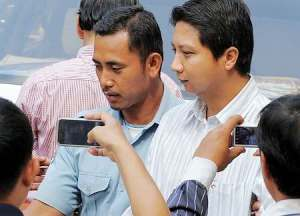 นายศิวรักษ์ ชุคิพงษ์ วิศวกรชาวไทย ยังคงมีสีหน้าสดชื่นระหว่างถูกควบคุมตัวไปที่เรือนจำ